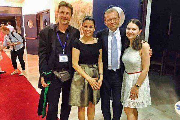 Veranstalter von MRF, Ksenia und Maja web
